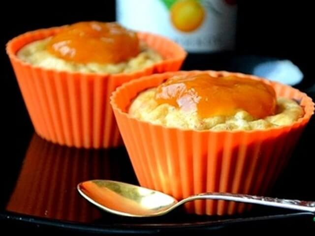 Mini Cheesecakes with Apricot Jam and Bananas