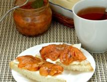 Tea-Marinated Salmon with Tangerines