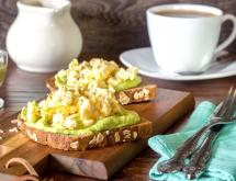 Toasts with Avocado and Scrambled Eggs