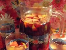 tea with baked berries and fruit