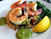 curry-mustard rice salad with shrimps and avocado sauce