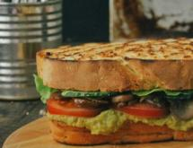 Vegetarian sandwich with guacamole