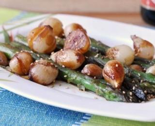 asparagus appetizer with caramelized onion