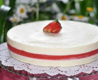 creamy cheesecake with strawberry jelly