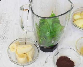Cocoa and Spinach Fruit Smoothie 2