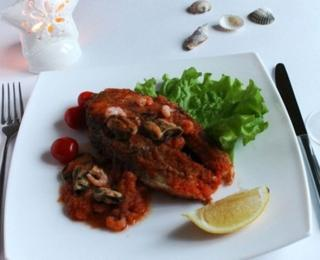 salmon in the tomato sauce with shrimps and mussels