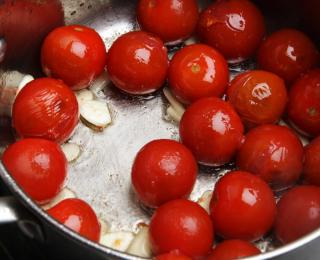 step 1 Easy Pasta with Cherry Tomato Sauce