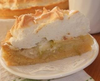 Apple Pie with Vanilla Meringue