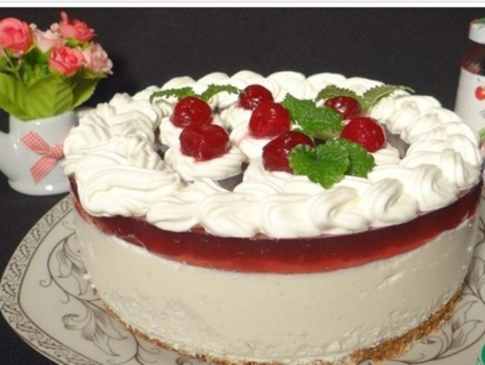 Cheesecake with Cherry Jelly