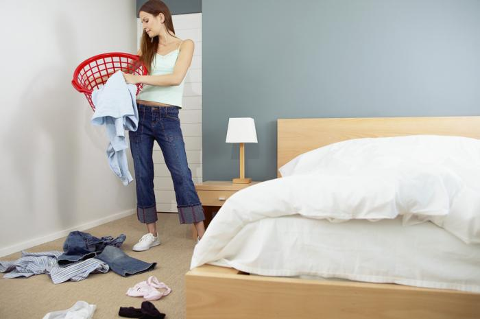 how to deal with mess in the bedroom